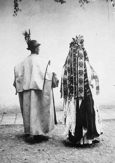 Zvolenská Slatina (Podpoľanie), A Bride and groom Village in Slovakia Folk Costume, Costumes, Heart Of Europe, Romanticism, Nostalgia, Character Design, Folk Clothing, Culture, Traditional