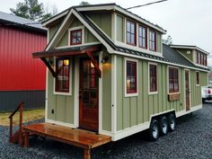 This is a nice little house! A farmhouse style tiny house from Timbercraft Tiny Homes. The 352 sq ft home is built on a gooseneck trailer and features flawless craftsmanship throughout. Tiny House Luxury, Tiny House Swoon, Tiny House Plans, Tiny House Design, Tiny House On Wheels, Home Design, Design Ideas, Luxury Homes, Design Inspiration