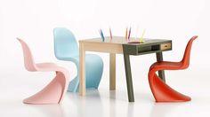 Der Panton Junior wird seit 2006 von Vitra produziert und ist ca. ein Viertel kleiner als der große Panton Chair