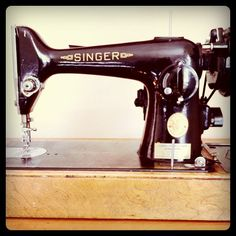 1940s Singer Sewing Machine... I have one--Margaret Flohė gave it to me..rs