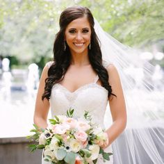 Gorgeous real Chicago bride with a bouquet to swoon over  #regram & Floral: @veileventdesign; Photography: @katherinesalvatoriphotography; Wedding Coordinator: @shannongailweddings