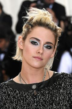 Kristen Stewart wore metallic silver eyeshadow at the 2016 Met Gala.