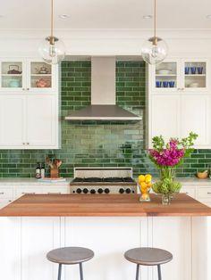 Green Backsplash Ideas - ( Inspired by Nature ) Green Design! Colorful Kitchen Decor, Diy Kitchen Decor, Kitchen Redo, Kitchen Colors, New Kitchen, Kitchen Remodel, Rustic Kitchen, Kitchen Furniture, Kitchen Ideas