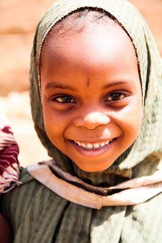 Beautiful girl in Niger, West Africa (by Lorena Luri Caruana)