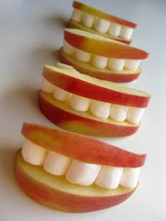 How adorable are these apple smiles? And they couldn't be more simple—apple slices held together with a layer of peanut butter (or honey),then stuffed with mini-marshmallows.