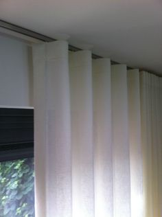 Ad Ballon Ballonvaarten B. Drapery Panels, Curtains With Blinds, Window Panels, Window Coverings, Window Treatments, Cortina Wave, Interior Styling, Shades, Windows