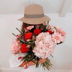 9 vind-ik-leuks, 2 opmerkingen - Appleyard London (@appleyardlondon) op Instagram: 'How stunning does our Strawberry Smoothie Bouquet look here!💐 It is a beautiful arrangement of…' Strawberry Smoothie, Veronica, Floral Wreath, Bouquet, Wreaths, London, Table Decorations, Beautiful, Instagram