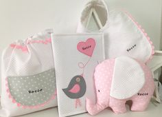 Hilos de azúcar: Una cesta para bebe en rosas... Baby Shawer, Baby Kit, Baby Play, First Baby, Love Sewing, Sewing For Kids, Baby Sewing, Diy Baby Gifts, Gifts For Kids