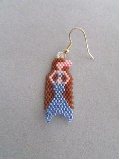 Beaded Mermaid Earrings by DsBeadedCrochetedEtc on Etsy Brick Stitch Earrings, Seed Bead Earrings, Beaded Earrings, Seed Beads, Seed Bead Patterns, Beaded Jewelry Patterns, Beading Patterns, Diy Jewelry Projects, Jewelry Crafts