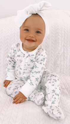 So Cute Baby, Cute Baby Photos, Cute Babies, Cutest Babies Ever, Baby Girl Pictures, Little Babies, Baby Clothes Brands, Designer Baby Clothes, Baby Kids Clothes
