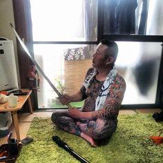 meanwhile in Japan. irezumi dude chillin' with his katana XD Tebori Tattoo, Irezumi Tattoos, Japanese Tattoos For Men, Japanese Tattoo Art, Badass Tattoos, Body Art Tattoos, Tattoo Ink, Japanese Gangster, Full Tattoo