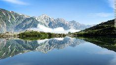 落差のある滝に広大な砂丘、花のトンネルに神聖な神社など、日本列島は被写体として魅力ある素晴らしい名所の宝庫だ。今回は、そんな日本の美しい風景31カ所を紹介する