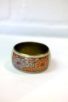Bracelet vintage en jonc peint floral de la boutique Imodivintage sur Etsy