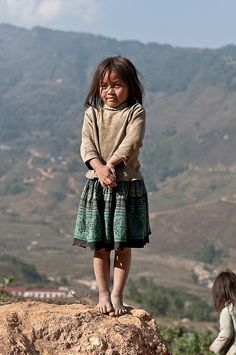 Girl in Vietnam <> (children, kids, of the world) Poor Children, Precious Children, Beautiful Children, Beautiful Babies, Beautiful People, Kids Around The World, People Around The World, Around The Worlds, Cute Kids