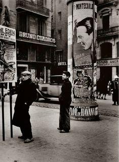 Carrer de la boqueria 1902. Estas fotos están invertidas, la izquierda es la derecha. 1949, Casa Bruno Cuadros, Barcelona....