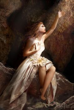 Goddess Persephone  daughter of Zeus & th harvest-goddess Demeter & queen of th underworld.
