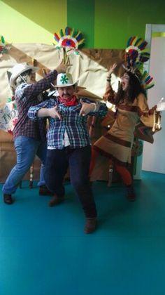 Foto súper divertida !!! De las teachers posando en el photocall que creamos Las Pakitas