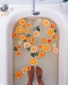 8,509 отметок «Нравится», 111 комментариев — alison wu (@alison__wu) в Instagram: «Orange-sandalwood mineral salt bath taking #selfcaresunday to the max! I love infusing my…»