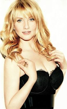 Melissa Rauch better known as Bernadette Rostenkowski from the hit US TV show The Big bang Theory might look like a geek in her starring role, but in real life she's anything but that! Check out these 10 images of Melissa showing us how hot she really is. Melissa Rauch, Beautiful Celebrities, Beautiful Actresses, Gorgeous Women, Kayley Melissa, Amanda Bynes, Up Girl, Bigbang, Beauty Women