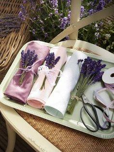 Der Duft von Lavendel gehört für uns zum Sommer einfach dazu! Wir basteln mit dem romantischen Gewächs eine ganz besondere Tischdeko. Wer macht mit?
