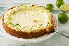 """Lime PieLime Pie on raikas herkku, jonka esikuva on floridalaisessa Key Lime Piessa. Key Lime Pie tunnetaan ainakin kahtena versiona. Toisessa on marenkikuorrutus, toisen pinnan viimeistelee kermavaahto. Tässä suomalaisessa ohjeessa """"pie"""" toteutetaan valkosuklaa-limerahkalla. http://www.valio.fi/reseptit/lime-pie/ #resepti #ruoka"""