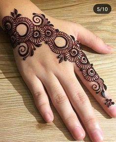 Girls paint their hands and legs with lovely and pretty new mehndi designs. These stunning mehndi designs are perfect for everybody. Easy Mehndi Designs, Henna Hand Designs, Dulhan Mehndi Designs, Latest Mehndi Designs, Arte Mehndi, Mehndi Designs Finger, Mehndi Designs For Beginners, Mehndi Designs For Girls, Mehndi Design Pictures
