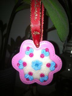Blomst til ophæng, lavet af cernit