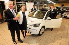 Nur einige ausgesuchte Partner der Volkswagen AG sind auch e-Partner. Das Autohaus Nauen gehört dazu und präsentiert jetzt einige Tage vor der offiziellen Markeinführung den 'e-up', einen elektrifizierten Kleinwagen mit erstaunlichen Fähigkeiten.