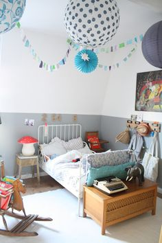 Sweet Girls ROom  Petit Sweet - J'aime le découpage de l'architecture par la peinture !