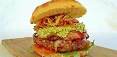 Chorizo and beef burger on a brioche bun Beef Burgers, Burger Buns, Salmon Burgers, Easy Weekday Meals, Tasty, Yummy Food, Perfect Food, Chorizo, Brioche Bun