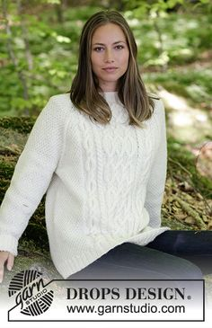 Knitted sweater with cables and raglan. Sizes S - XXXL. The piece is worked in DROPS Karisma. Ladies Cardigan Knitting Patterns, Cable Knitting Patterns, Knitting Charts, Knitting Yarn, Free Knitting, Drops Design, Pull Torsadé, Free Pattern, Pattern Design