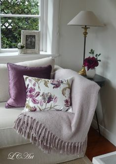 Lee Caroline - A World of Inspiration: Lilac Inspiration, My living Room & Laura Ashley