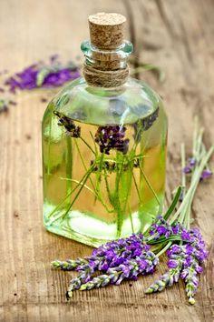 Rezept für Lavendel-Massageöl - wirkt beruhigend, entspannend und einschlaffördernd