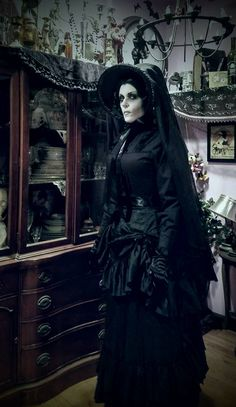 full outfit i made for Halloween 2016 the woman in black Victorian Goth, Victorian Costume, Gothic Lolita, Victorian Fashion, Gothic Fashion, Black Halloween Costumes, Creepy Costumes, Black Costume, Victorian Halloween Costumes