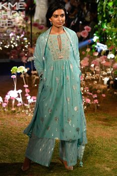 LFW 2019 Anita Dongre collection has lehengas all priced under INR If you are looking for some pre-wedding designer lehengas, then this post is for you Dress Indian Style, Indian Dresses, Indian Outfits, Indian Clothes, Indian Attire, Indian Ethnic Wear, Lakme Fashion Week, Fashion Weeks, London Fashion