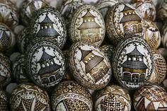 Celebrating Easter in Romania International Craft, Egg Tree, Ukrainian Easter Eggs, Egg Designs, Easter Traditions, Hoppy Easter, Egg Decorating, Country Living, Travel Inspiration