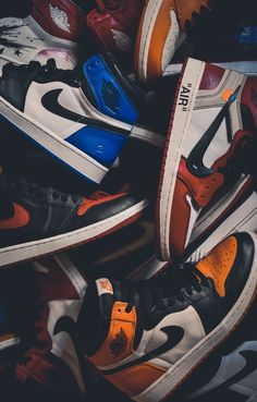 Trendy wallpapers for Android & iPhone Jordan Shoes Wallpaper, Sneakers Wallpaper, Nike Wallpaper, Drawing Wallpaper, Retro Wallpaper, Screen Wallpaper, Sneaker Posters, Dope Wallpapers, Iphone Wallpapers