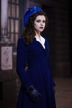 she looks like she belongs in Doctor who... just cuz!
