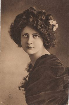 Edwardian postcard beauty