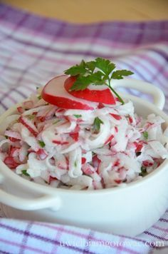 Surówka z rzodkiewki do obiadu Good Healthy Recipes, Raw Food Recipes, Salad Recipes, Vegetarian Recipes, Cooking Recipes, Appetizer Salads, Appetizer Recipes, Tasty Dishes, Side Dishes