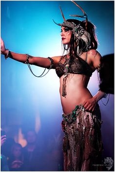 Zoe Jakes on stage with Beats Antique last week @ 2720 Cherokee in St. Louis, MO See more from the show here - [link] Zoe Jakes - Beats Antique Live Tribal Fusion, Belly Dance Outfit, Belly Dance Costumes, Zoe Jakes, Headdress, Headpiece, Rachel Brice, Tribal Belly Dance, Dance Movement