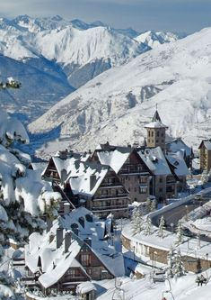 Baqueira Beret, Val d'Aran. Lleida (Catalunya / Catalonia). Welcome to Catalonia. Polos BATECH®'s Country!
