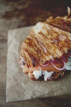 grilled croissant, chive cream cheese, smoked salmon + pickled onions