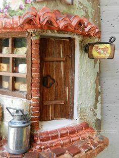 Caseificio (particolare) http://www.coppobuonricordo.it/ Tegole antiche decorate e dipinte a mano.