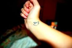 Tattoo Girls Nice Dove Tattoos On Wrist on We Heart It Small Bird Tattoos, Small Wrist Tattoos, Tattoos For Women Small, Dove Tattoo Design, Tattoo Designs Foot, Bird Tattoo Wrist, Wrist Tattoos For Guys, Cat Tatto, Dove Tattoos