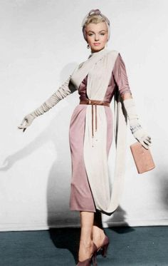 """Marilyn Monroe, costume test for """"How To Marry A Millionaire"""", 1953 Marilyn Monroe Wallpaper, Marilyn Monroe Photos, Marylin Monroe, Costume Marilyn Monroe, 1950 Outfits, Hair Test, Classic Actresses, Norma Jeane, Vintage Girls"""