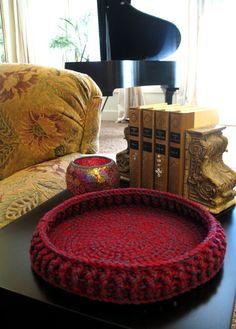 Crochet basket: free pattern here  :  http://www.premieryarns.com/product/Chunky+Basket+Crochet+Pattern.aspx    <3