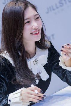 Jung Chaeyeon, K Idol, Ioi, Korean Girl, Kdrama, Bell Sleeve Top, Hair Beauty, Pretty, Beautiful