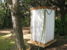 I love this practical pallet shower or changing shed. How about for camping or the beach house? Tutorial for those into DIY