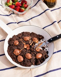 Spring picnic with Boobook Chocolate Skillet Cookie Plant Based Snacks, Skillet Cookie, Coconut Sugar, Cookie Desserts, Muffin Recipes, Skewers, Almond, Picnic, Yummy Food